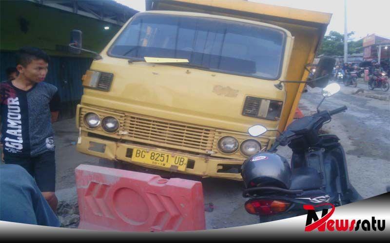 Tanjakan Truk Vs Kijang Terlibat Kecelakaan Di Ogan Komering Ilir Kijang Mobil Toyota