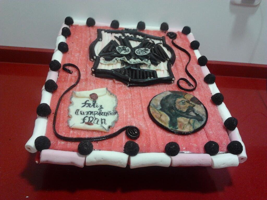 Tarta de Chuches del Cachorro de Trana  con Escudo de la Hermandad y felicitación de Cumpleaños personalizada. Espero que os guste