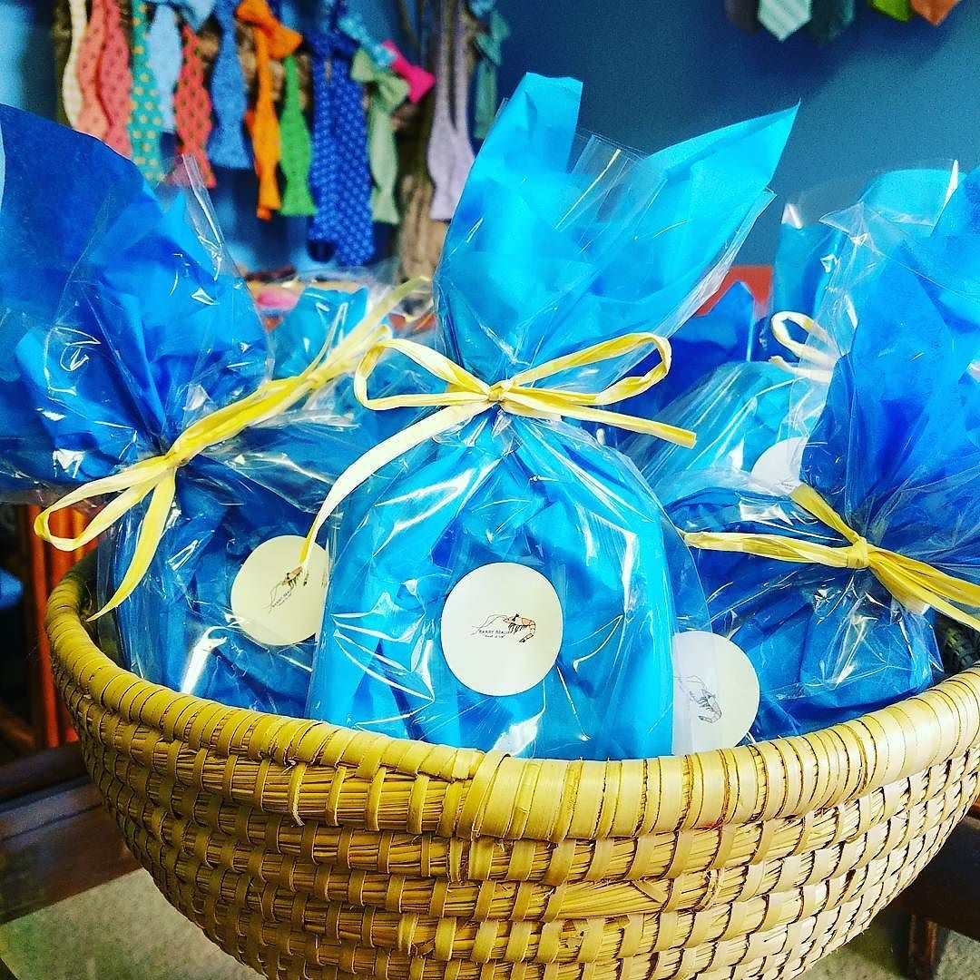 Are you a last minute groom and need your groomsmen gifts gift wrapped? # groomsmengifts #giftwrap #charlestontoboston #justintime  sc 1 st  Pinterest & Are you a last minute groom and need your groomsmen gifts gift ...