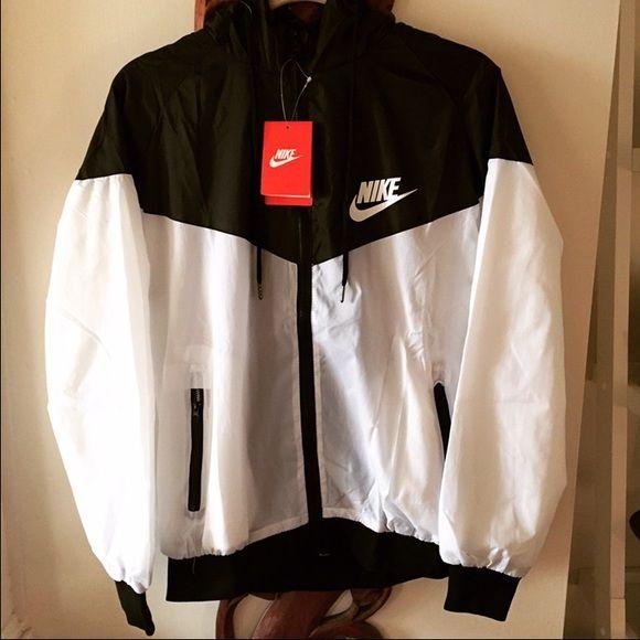 Women s Nike Windbreaker Small Size Small Nike Jackets   Coats ... 8a62c5c51