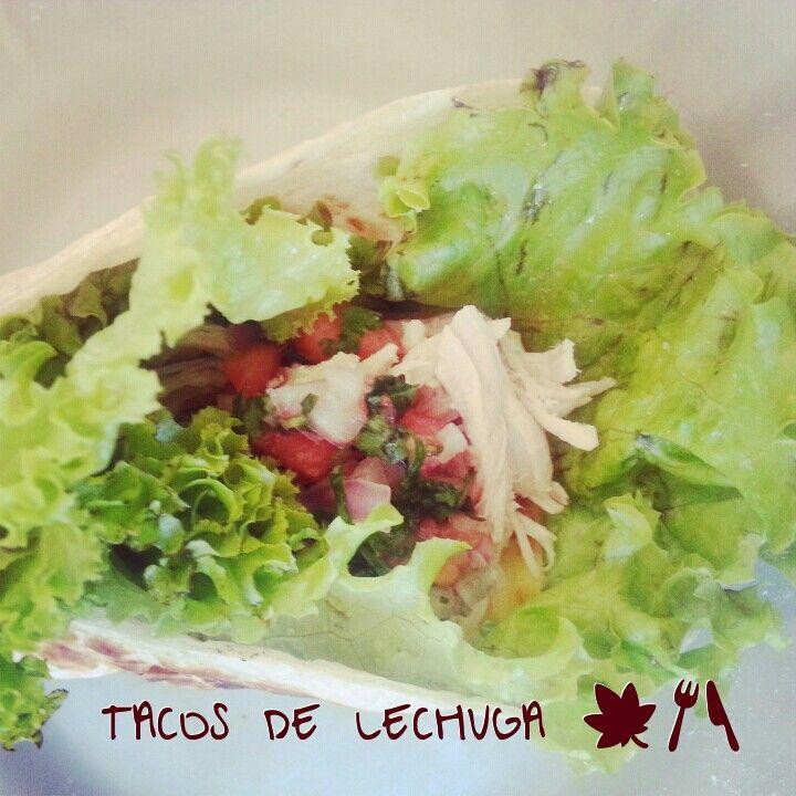 Tacos riquisimos de lechuga Opción de médio dia, usamos una tortilla de maiz, hojitas de lechuga, Pechuga de pollo cocida y trosada, tomate y cebollas picaditos y el rico cilantro. ✌