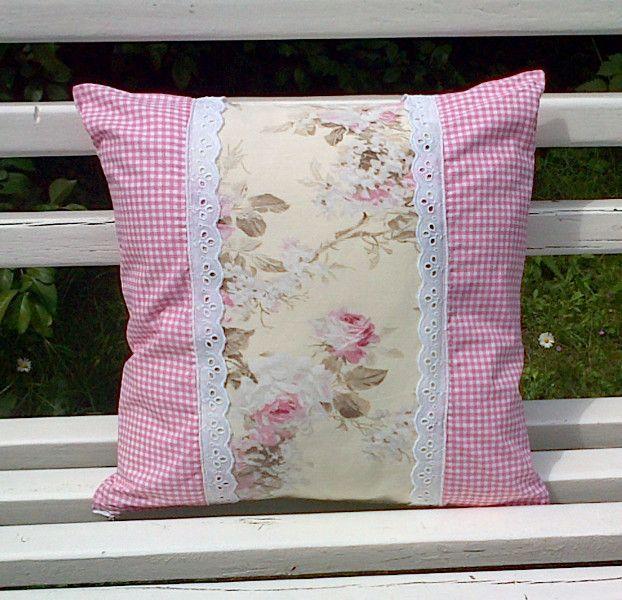 kissenh lle kissen rosen spitze romantisch shabby von frau apfelbl te auf fabrics. Black Bedroom Furniture Sets. Home Design Ideas