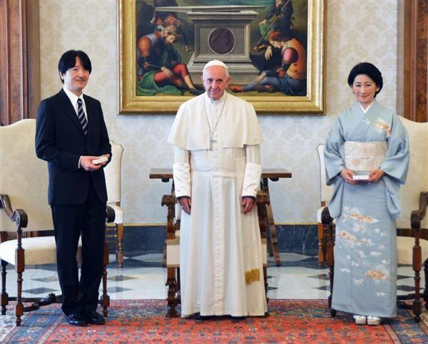 ローマ法王フランシスコを表敬された秋篠宮ご夫妻=12日、バチカン(共同)