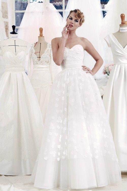 Wedding Dress by Atelier Emelia Sweetheart wedding dress // Robes de ...