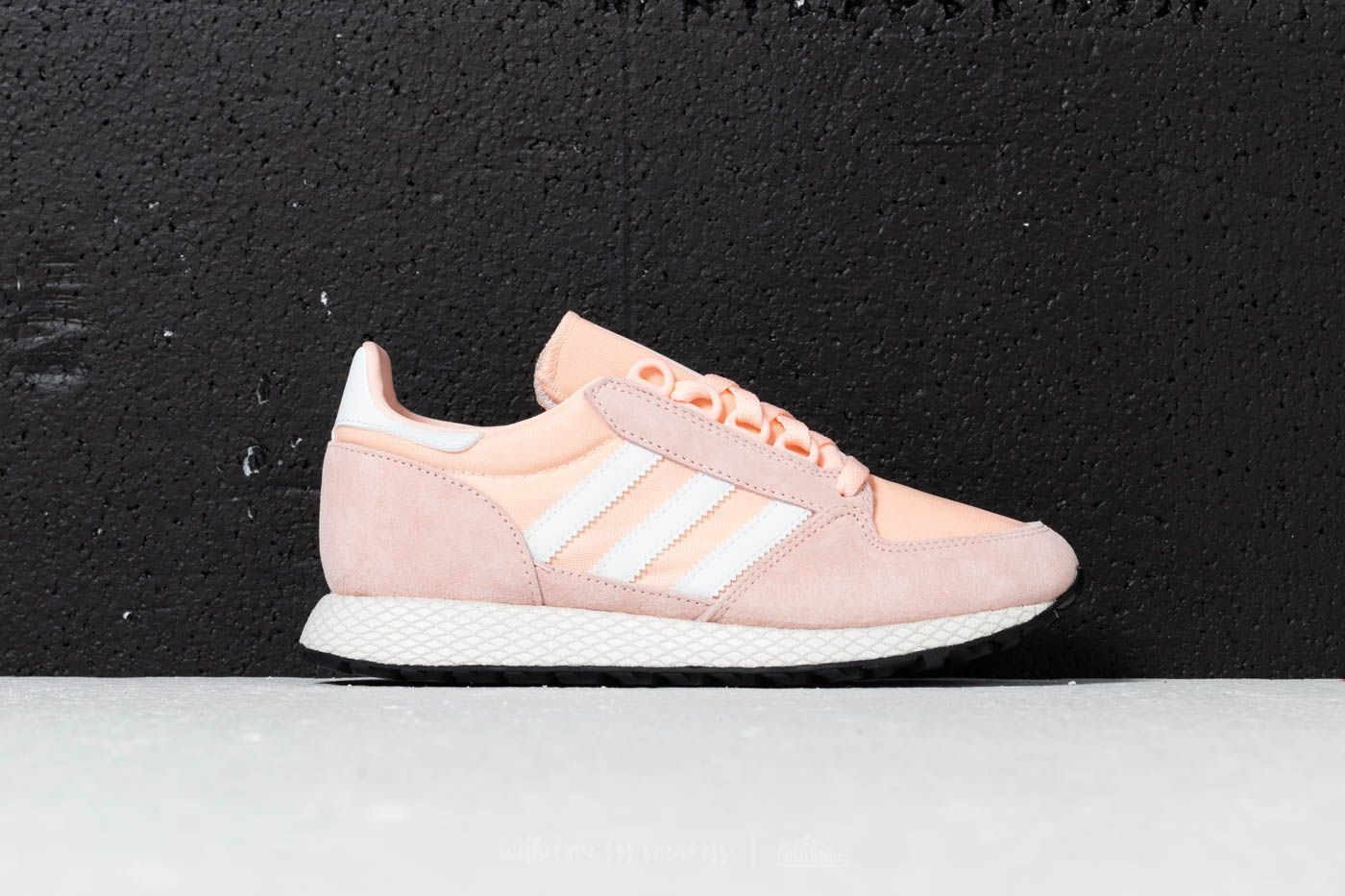 Abrazadera alivio Cereal  adidas Forest Grove Woman | Clear Orange/ Cloud White/ Core | $99 | #pink  #sneakers #retro
