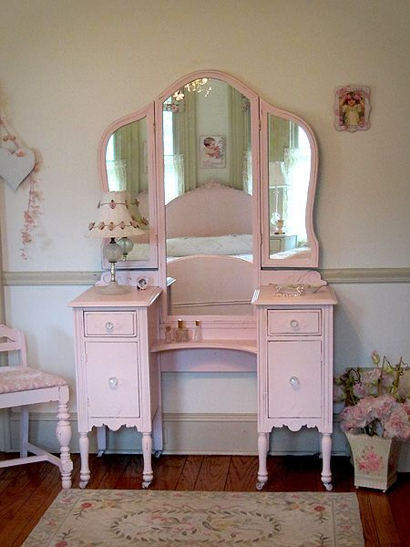 Pretty In Pink Antique Vanity With Tri Fold Mirror And Bench Shabby Chic Dresser Shabby Chic Homes Vintage Shabby Chic