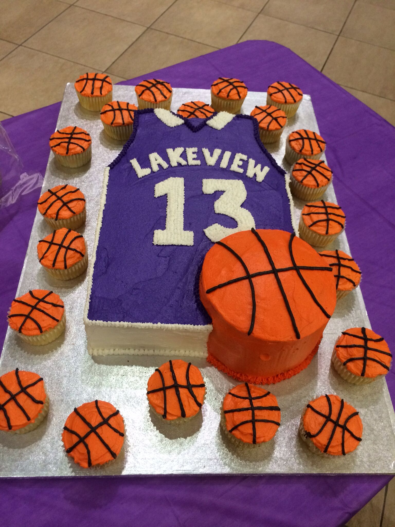 Awesome Basketball cake!!! | Basketball party ideas ...