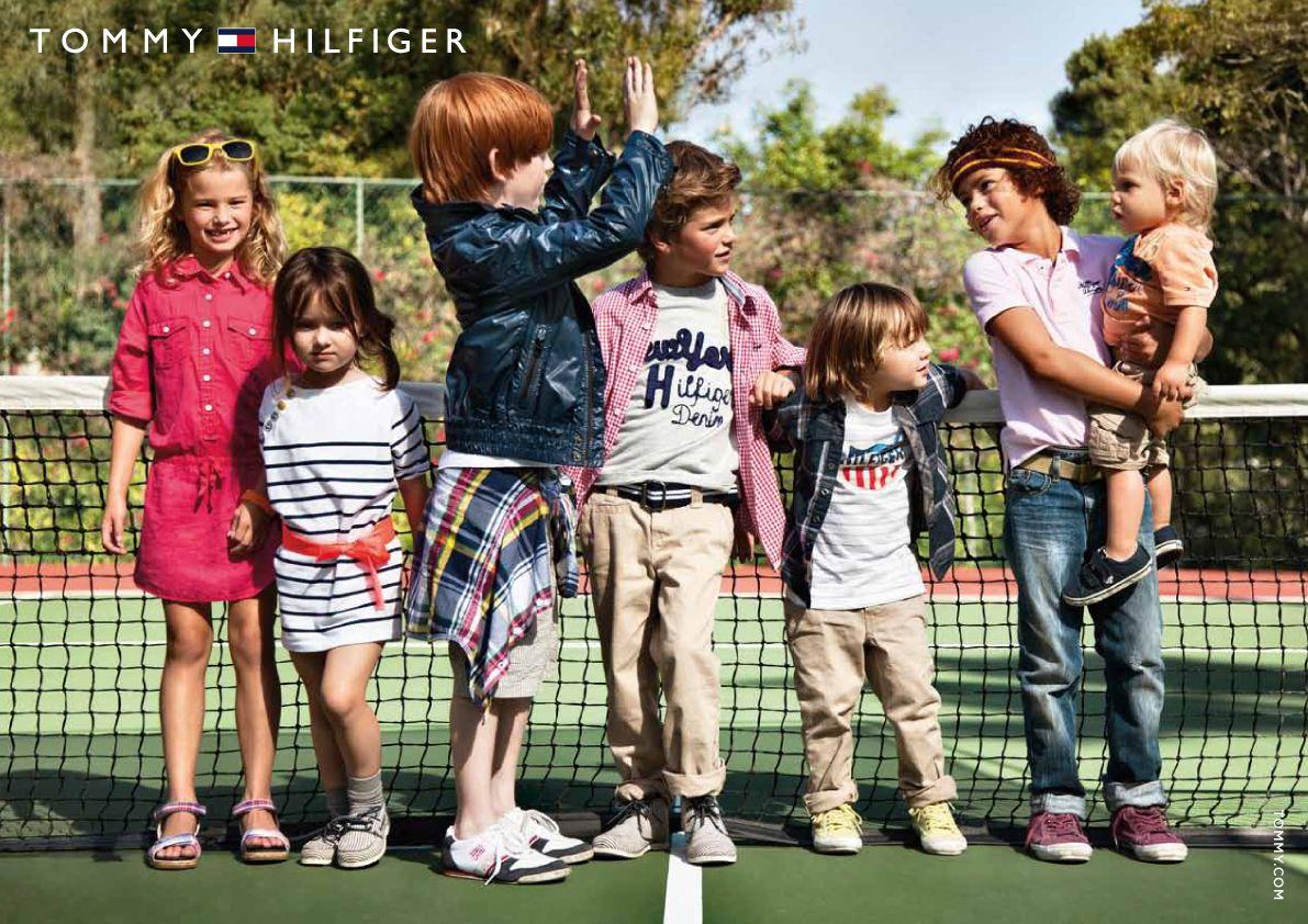 tommy hilfiger children -bærer det lille barn, forskellige aldre, men man tror på, at de leger sammen, sammenhold