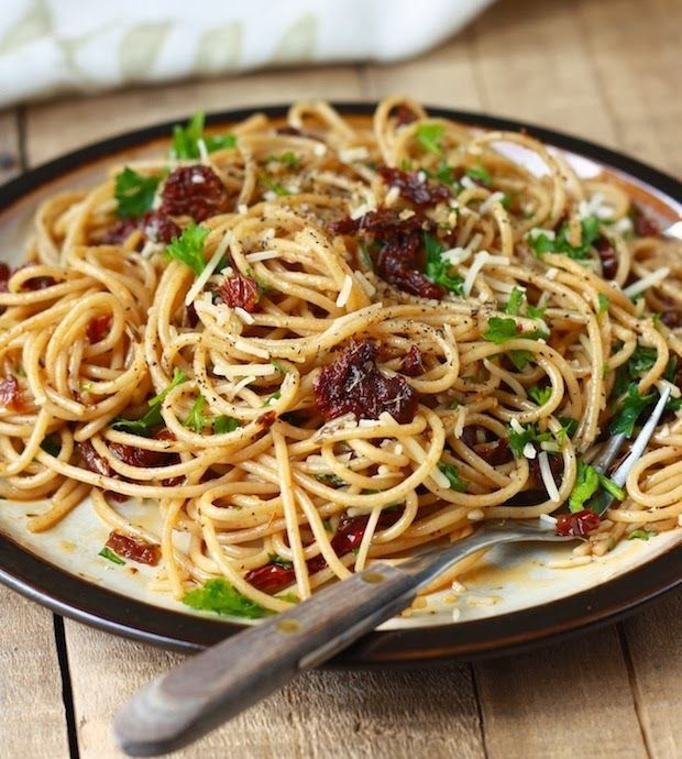 sun dried tomato pasta with a garlic herb olive oil sauce kitchen assassin food in 2019 on hebbar s kitchen white sauce pasta id=32917