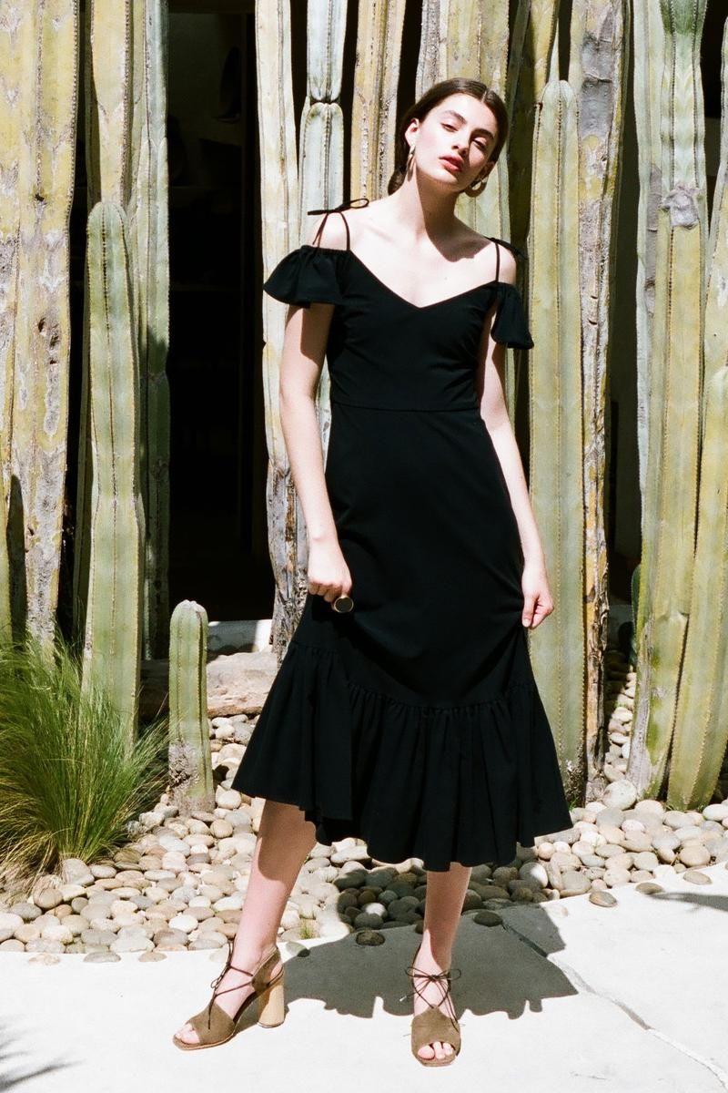 Basic Classic Black Dress Is Timeless 70s Fashion Outfits Dresses Bohemian Fashion Summer [ 1200 x 800 Pixel ]