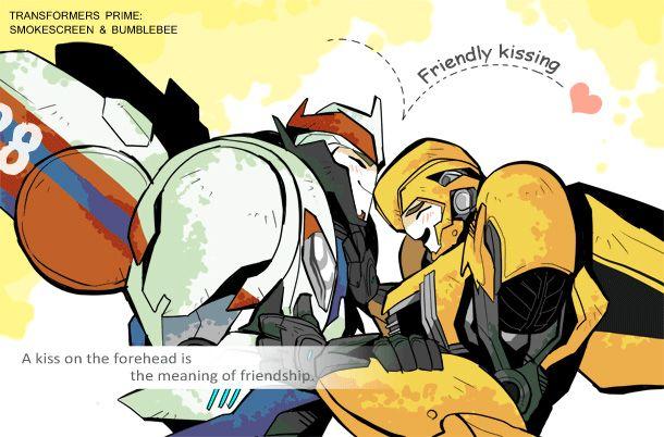 Smokescreen & Bumblebee friendly kissing | TFRID