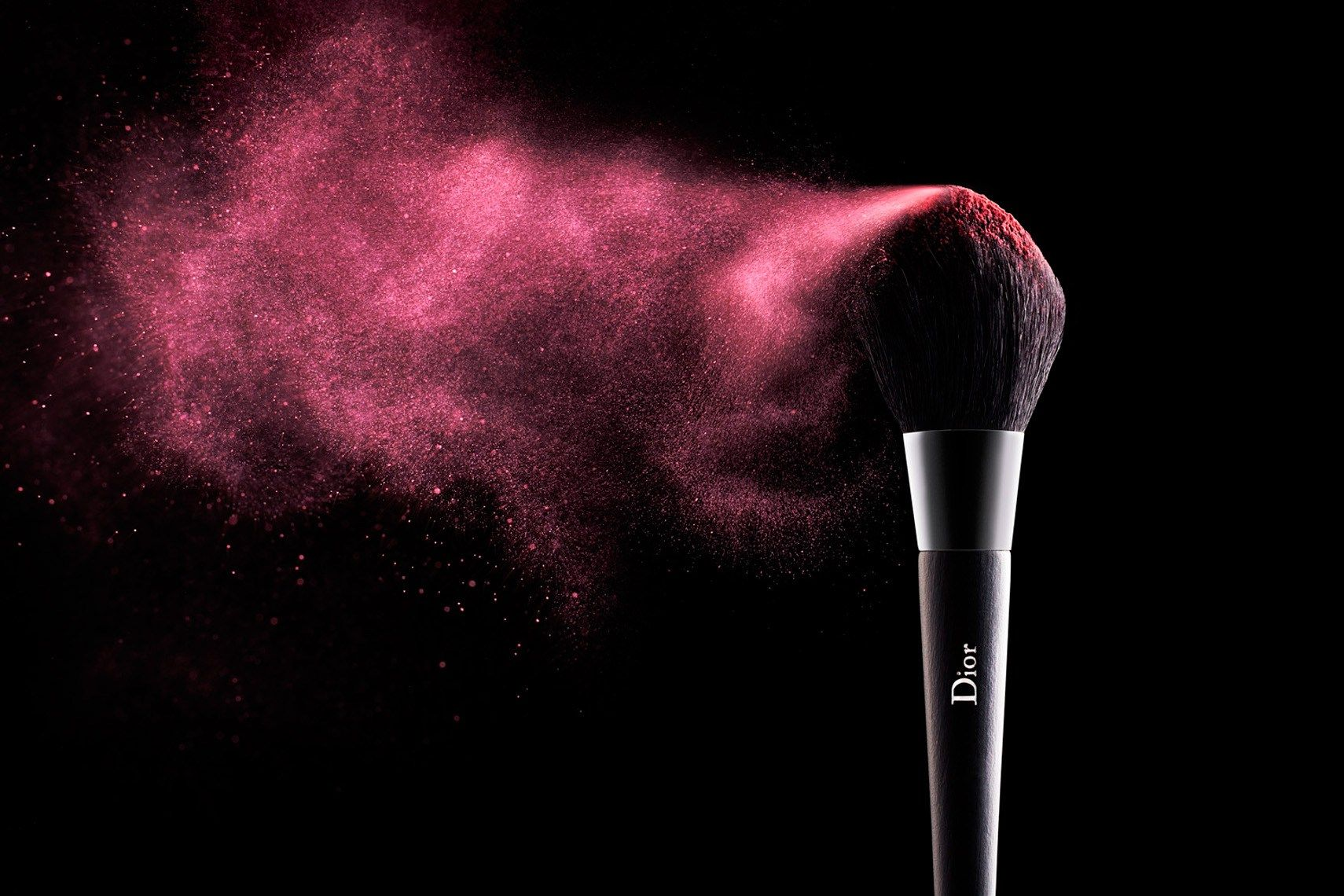 The basis for every good makeup look is makeup brushes