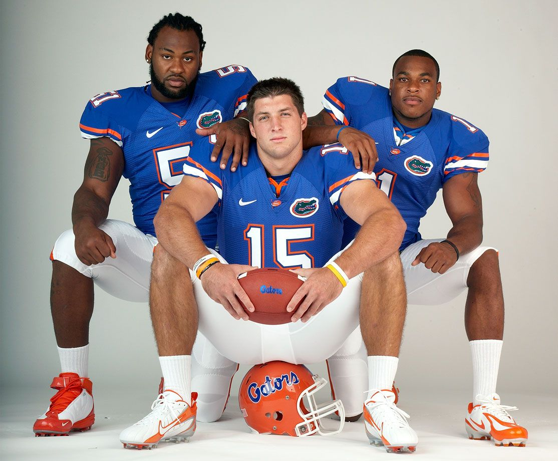 Classic Photos of Tim Tebow   Tim tebow, Football poses, American ...