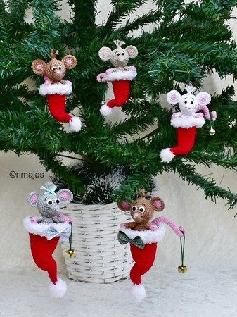 Photo of Crochet Christmas decoration / mouse in Santa hat