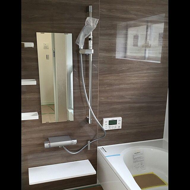 バス トイレ Lixil 丸型シャワーヘッド 引き戸 ウォールナット ホワイト などのインテリア実例 2016 08 31 22 45 59 Roomclip ルームクリップ リクシル お風呂 浴室 デザイン バスルーム