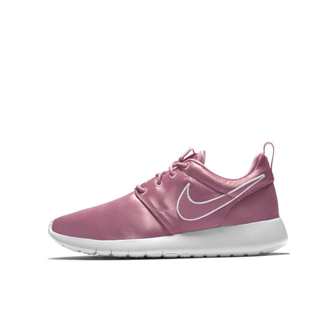 25909a03af9a1 Nike Roshe One Big Kids  Shoe Size 6.5Y (Elemental Pink)