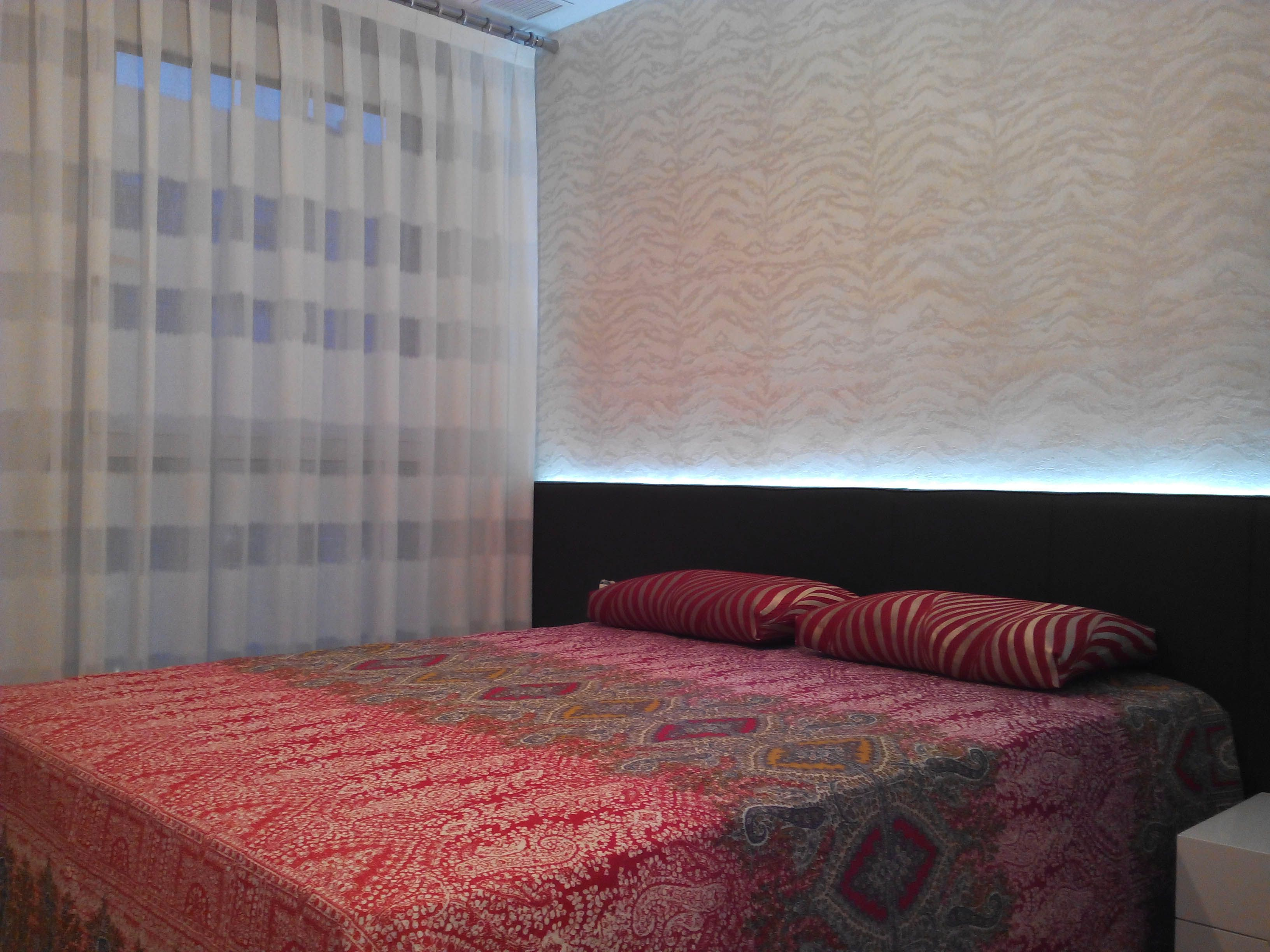 cortinas a rayas horizontales y papel pintado roberto cavalli villalba interiorismo - Papel Pintado Rayas Horizontales