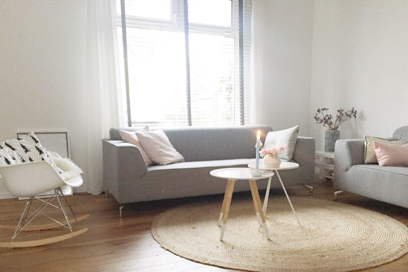 Woonkamer Lichte Kleuren : Mijn woonkamer www.psblog.nl met lichte kleuren en grijze banken