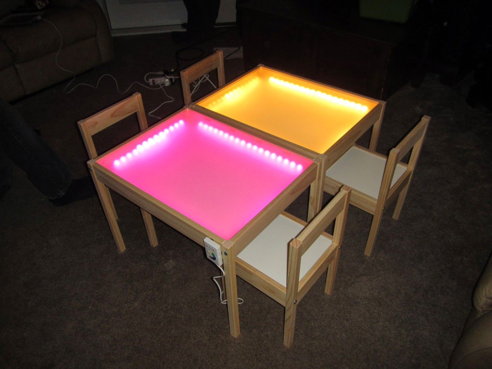 light table tisch led streifen plexiglas eventuell mit austauschbaren platten so dass nur. Black Bedroom Furniture Sets. Home Design Ideas