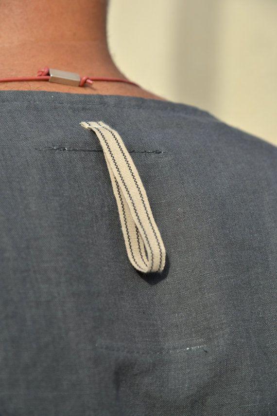 cba1735c87 Deze unieke mannen kaftan is gemaakt van koel en licht zuiver linnen. Deze  pure linnen is pre gewassen het heeft een ontspannen textuur en een  prachtig ...