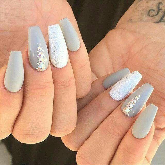 Unas en tonos grises , discreto y siempre elegante | Uñas ...