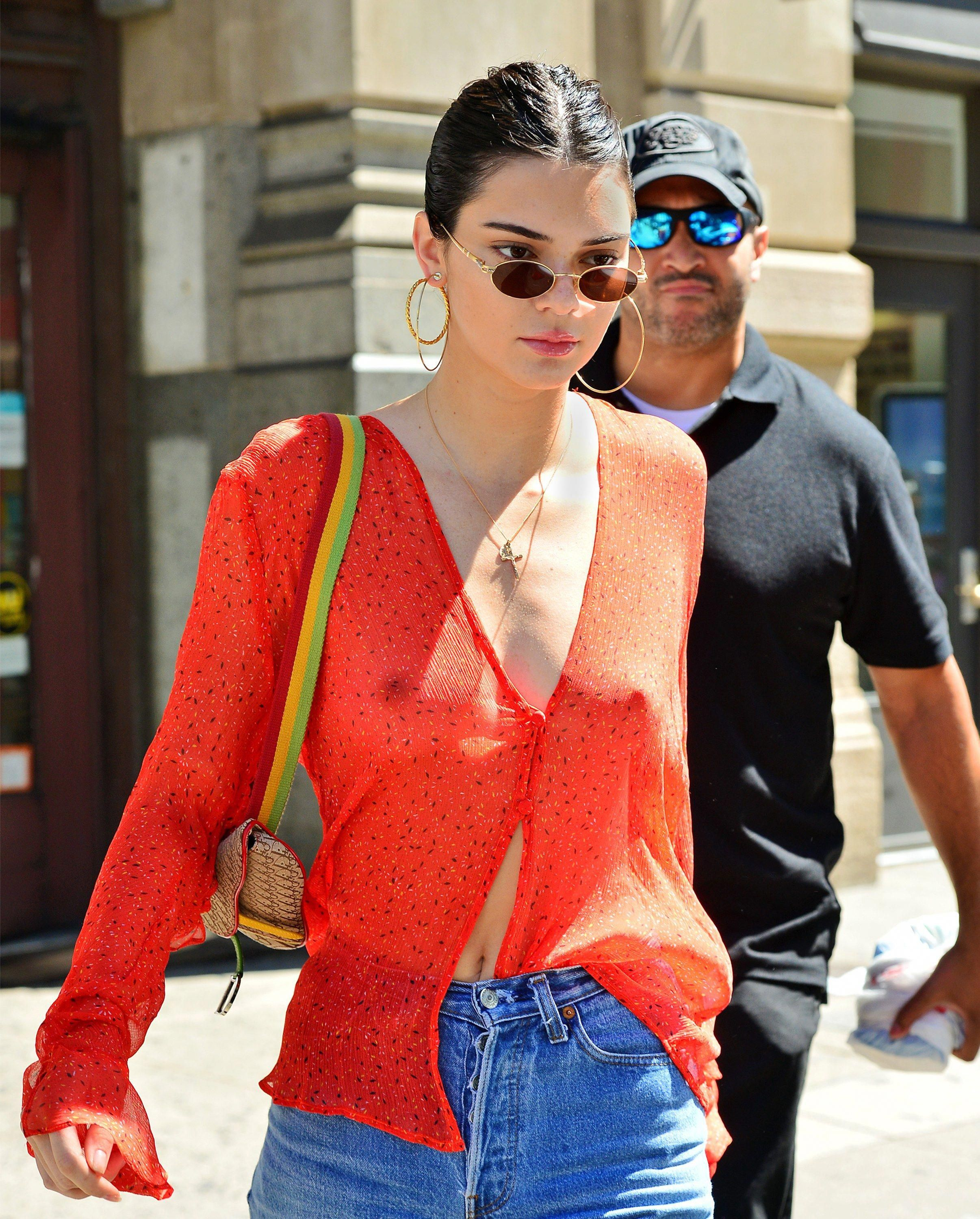 0ce7dac57510ae Kendall Jenner s Best Bag Moments  decorativo
