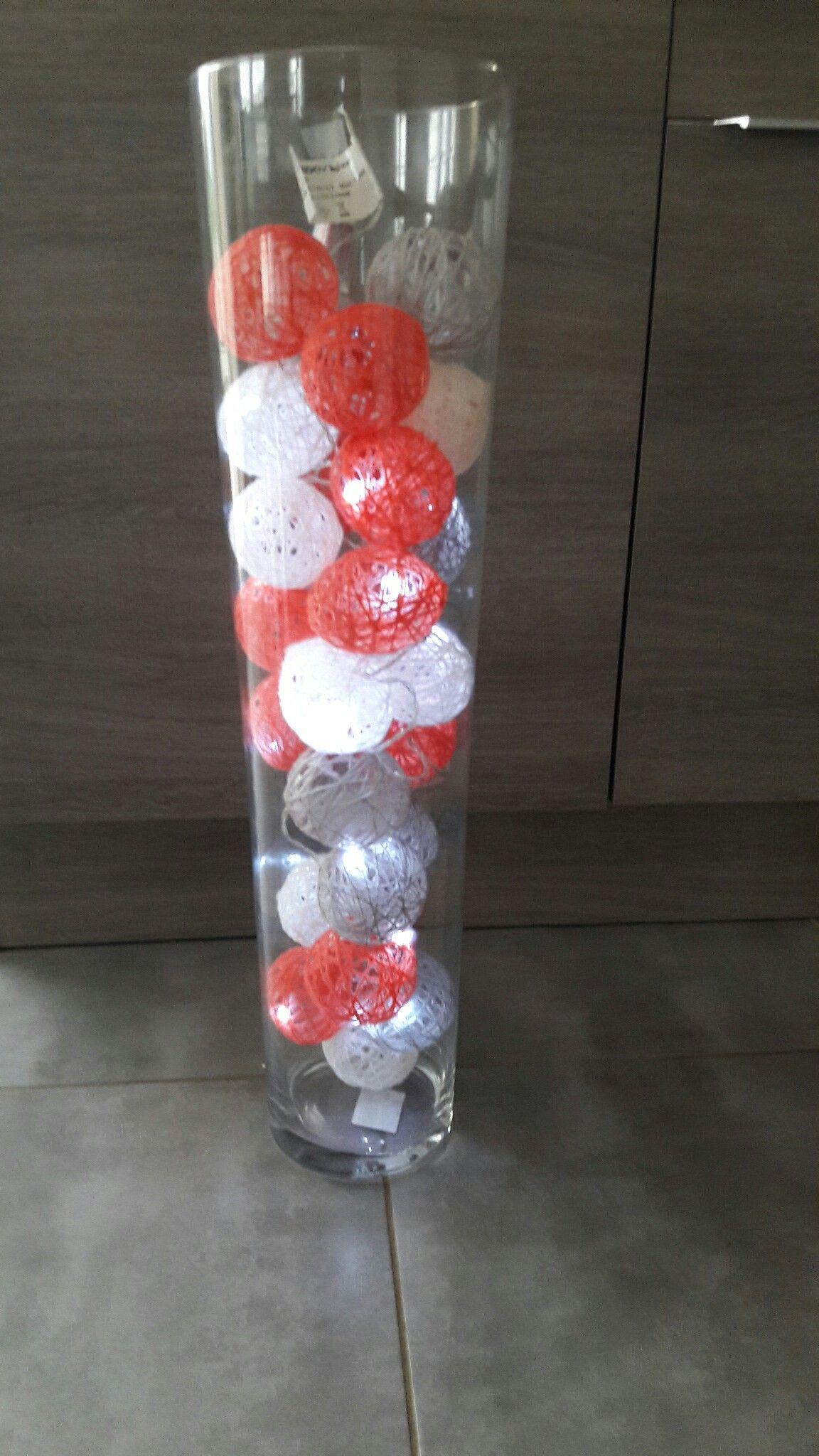 idée deco guirlande de boules en laine faites maison dans vase | Deco, Idee deco, Fait maison