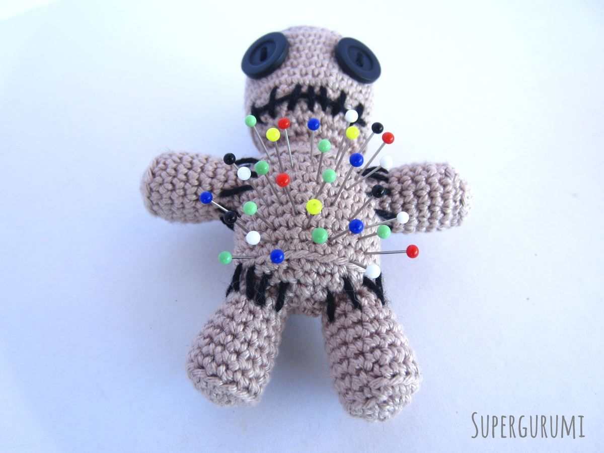 Amigurumi Voodoo Puppe Nadelkissen Häkelanleitung Häkeln