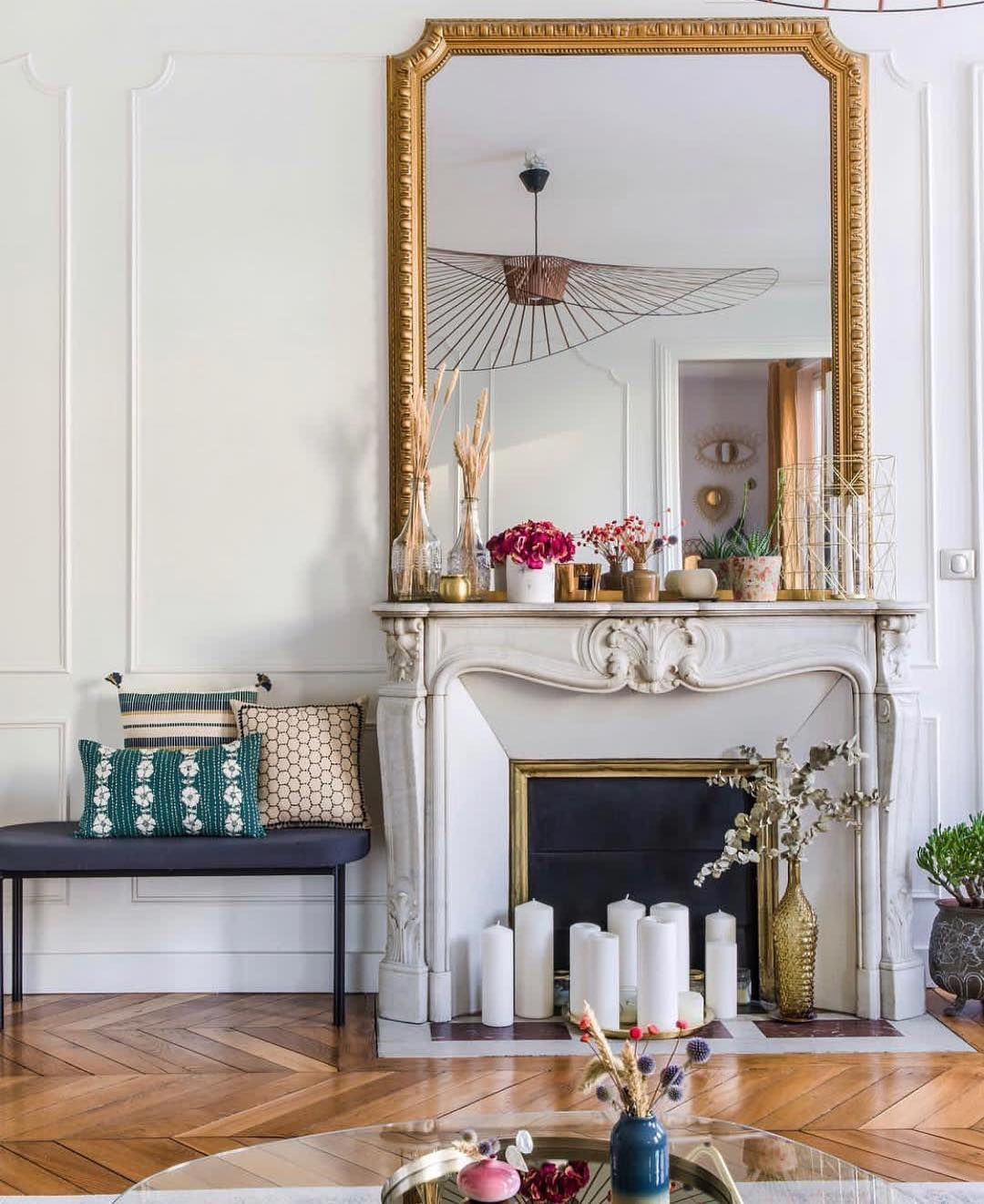 "Darya Kopp on Instagram: ""@jaminidesign at home 🌸🙌🏻🌻 #livingroomdecor #appartementparisien #haussmannien #passiondeco #colors #homesweethome #parisienne"""