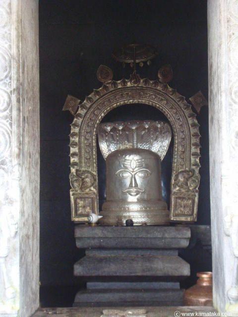 http://www.karnataka.com/gallery/var/albums/temples/talakaveri-temple/talakaveri22.jpg?m=1379407297