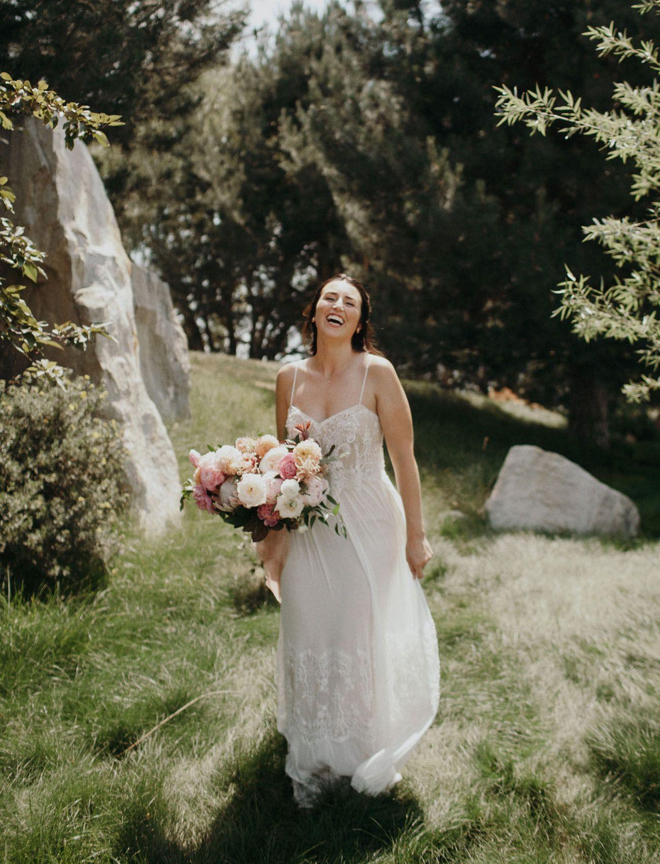 Take Me on Vacay: Modern Meets Tropical Lakeside Wedding   Wedding ...