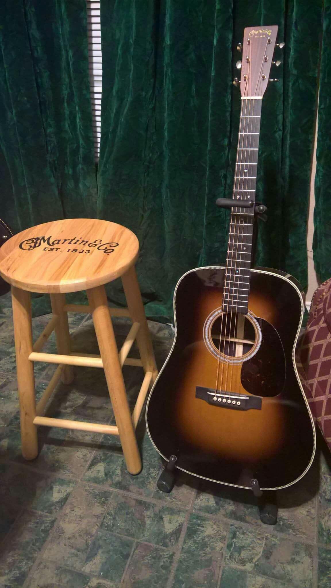 Martin Acoustic guitarcenteracoustic Martin guitar
