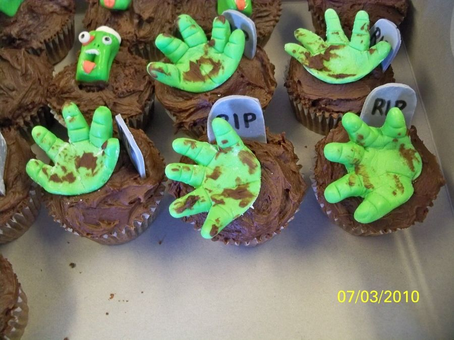 zombie cupcake birthday party | Cupcakes for a zombie themed birthday party. Chocolate cupcakes with ...