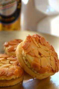 Bienenstichplätzchen mit Eierlikörfüllung - Kuchenrezepte mit Eierlikör #cookiesandcreamcake