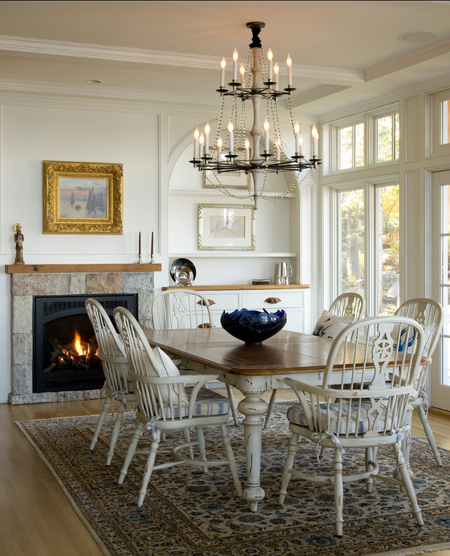 chandelier - comfortable space for family #dinner #diningroom #rug #traditional style #home #decorating