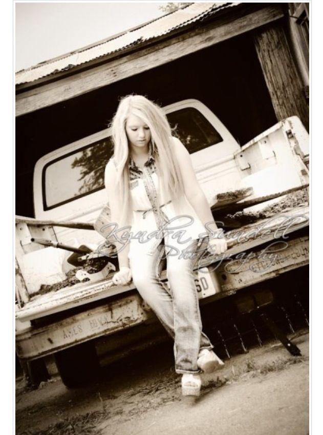 Country senior pictures #country #girl #oldtruck | Country ...