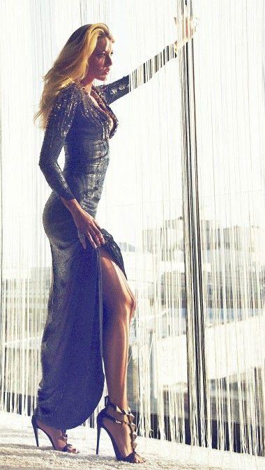 ブレイク・ライブリーのセクシーなドレス姿の高画 …