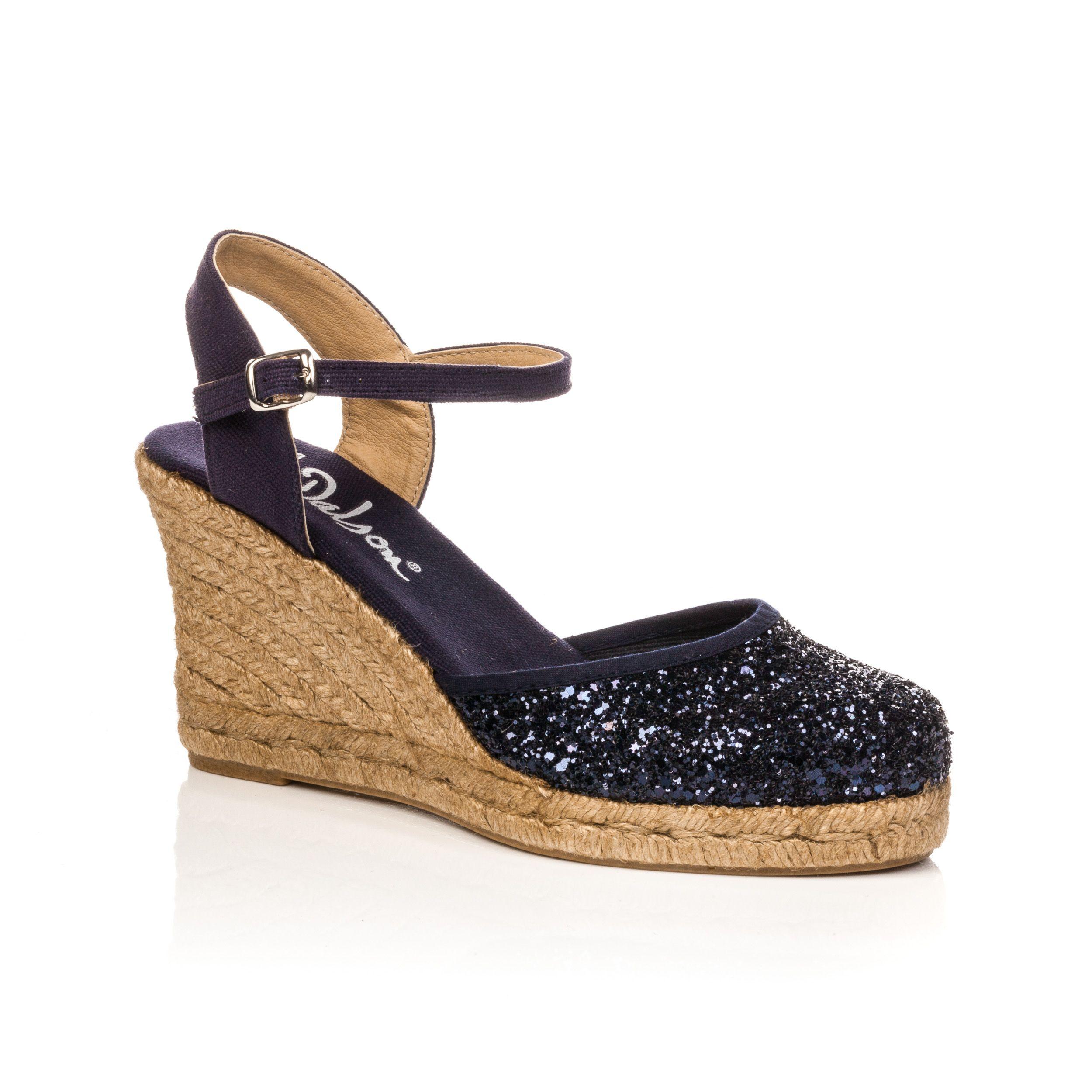 36dd0e5eced963 Les sandales compensées : incontournables pour un look élégant et  confortable. #bessonchaussures #besson