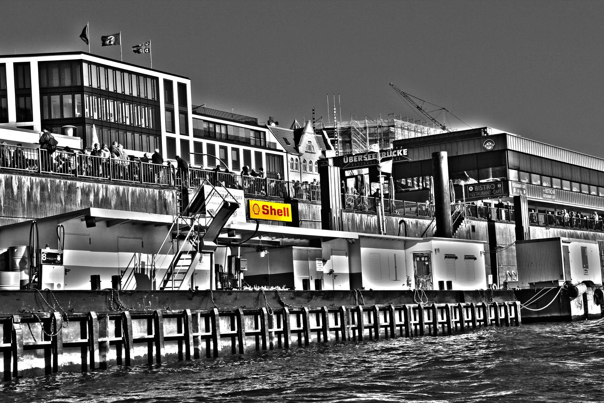 Gas Station for ships at the Port of Hamburg - Colourkey by Michael Schloz on 500px. #colorkey #hamburg #hamburgerhafen #portofhamburg #elbe #shell #tankstelle #gasstation #überseebrücke