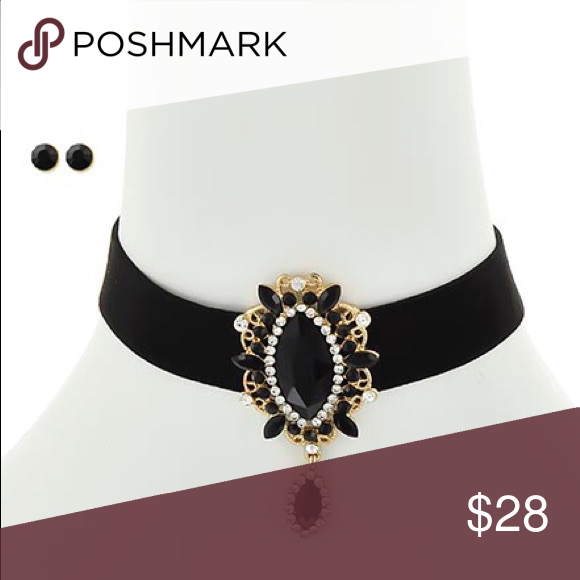 "Chocker Necklace set Gold Tone / Black Glass / Black & Clear Rhinestone / Post (earrings) / Choker Style / Necklace & Earring Set •   ChiqStyle No : 000532789 •   LENGTH : 12"" + EXT •   DROP : 3/4"" W •   POINT ACCESSORY : 1 1/4"" X 2 1/2"" •   GOLD/BLACK Jewelry Necklaces"