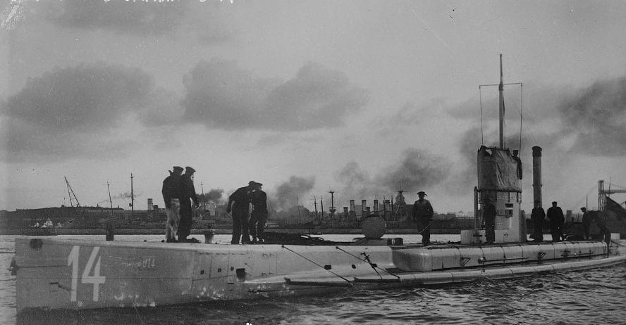 Submarine U-14, sunk near Pete...