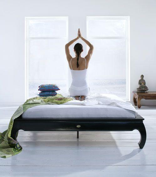 """""""Når de fem sanseorganene og sinnet er stilnet, og intellektet er ubevegelig, har han nådd den høyeste tilstand"""" -Katha-upanishad 6.10-11 Yoga har vist å ha svært positive effekter på veldig mange ..."""