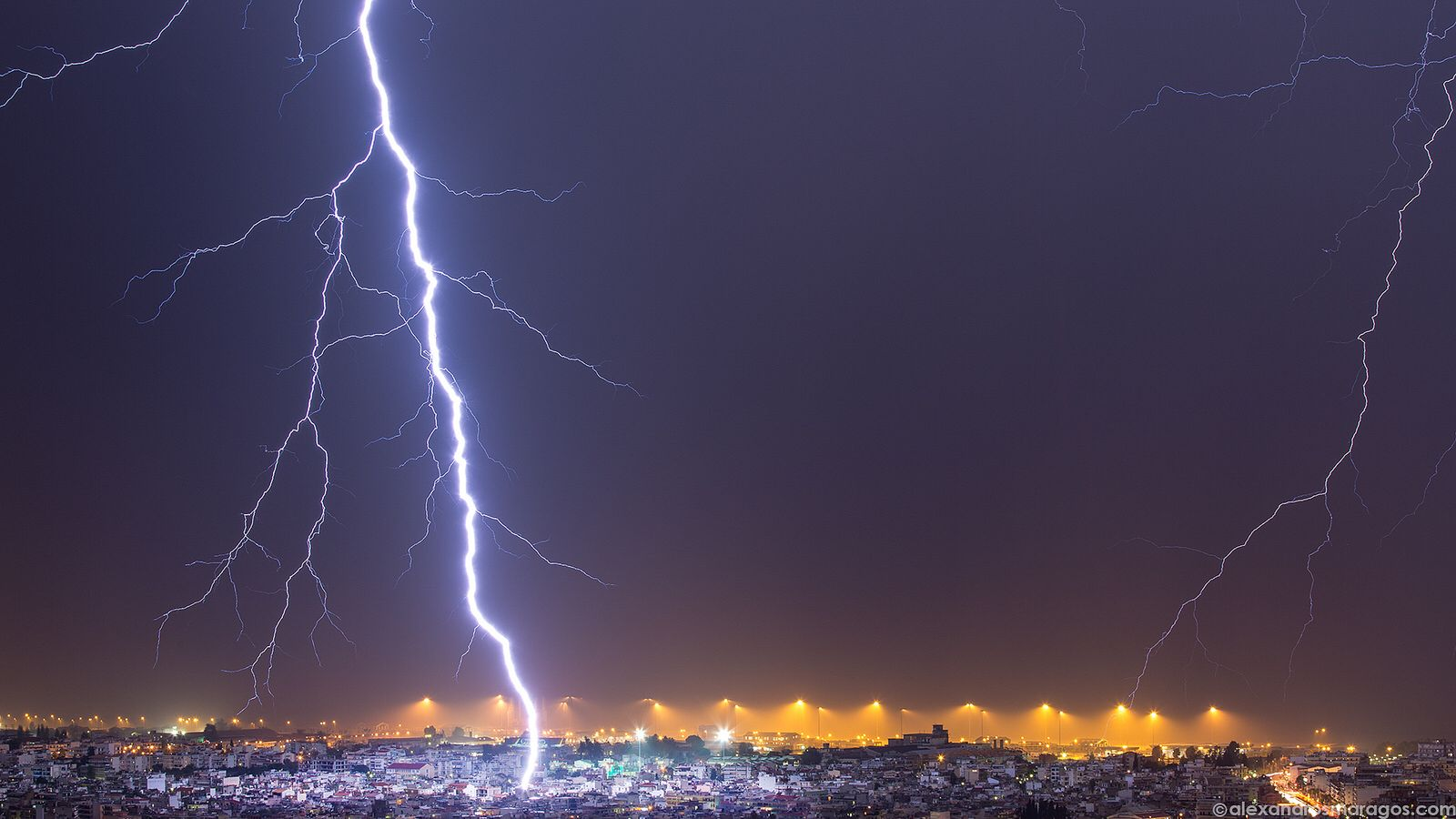 Nature's Whip! - Lightning strikes the city of Patras, Greece