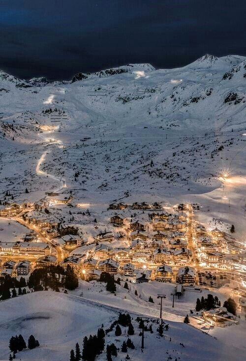 Photo of Arosa, Switzerland / For one night the slopes of this mountain are illuminated.