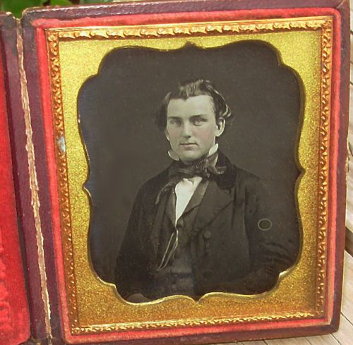6th-Plate-Daguerreotype-Handsome-Young-Man-in-Checked-Tie-Orig-Seals
