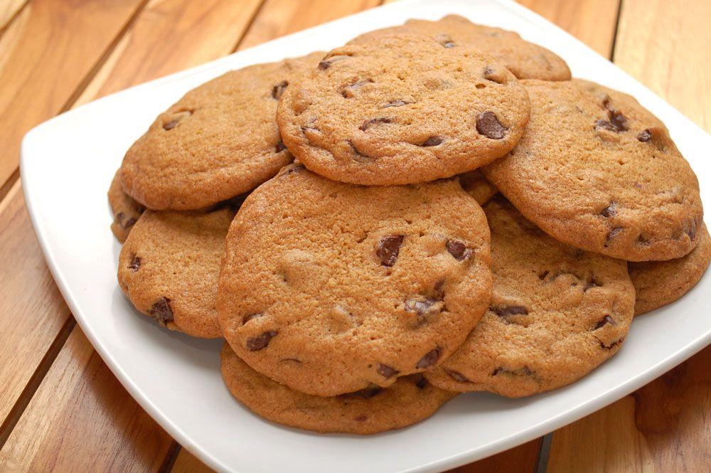 biscoitos com a mistura para bolo    Preaqueça o forno a 180 ºC. Prepare as formas para assar os biscoitos, untand...