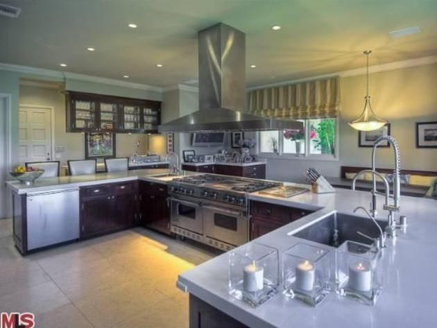 Superb Mark Wahlbergu0027s Beverly Hills Home: Chefu0027s Kitchen