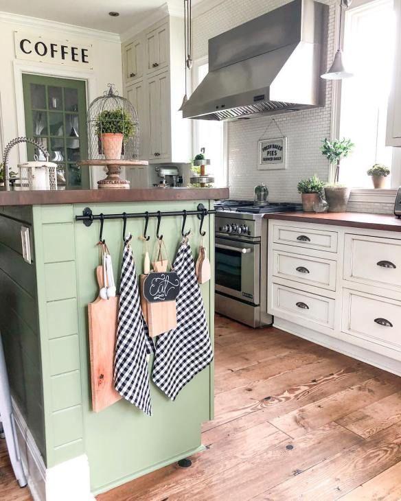 10 Beautiful Farmhouse Kitchens #farmhousekitchendecor