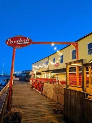 The Porthole Restaurant & Pub//Portland Maine//Raw & fried seafood