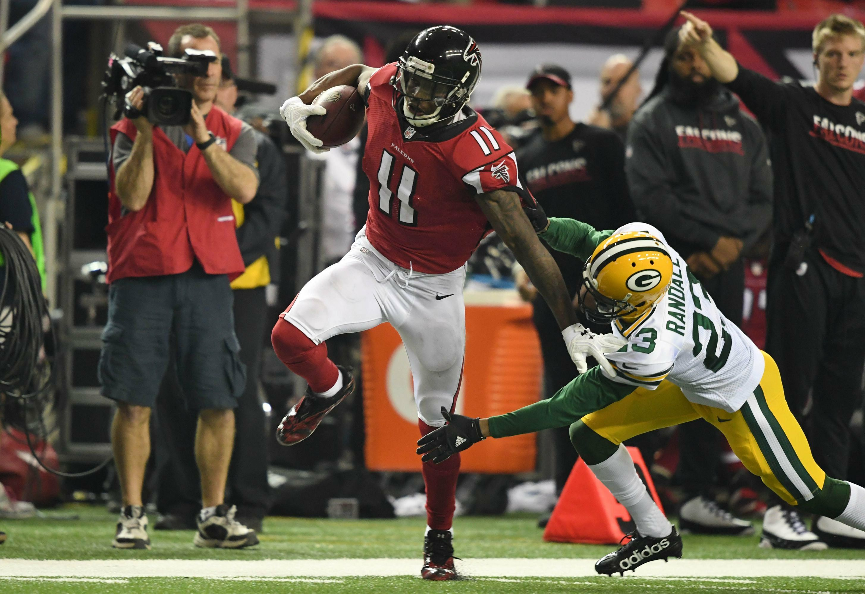 Throwback Julio Jones Destroys Packers Secondary Falconsfam Nfc Championship Game Julio Jones Bama Football